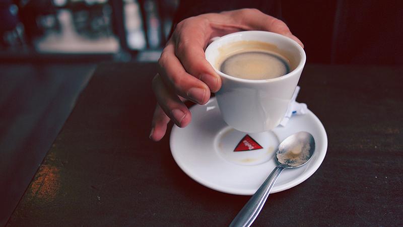 Des1gn ON - Dicas infalíveis para melhorar rendimento no trabalho de forma saudável - cafe